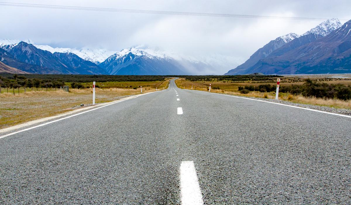 Mt Cook road traveling to Queenstown